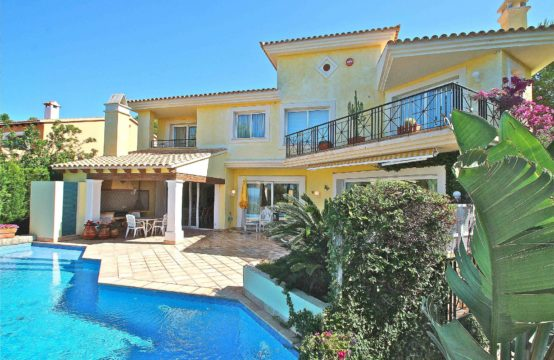 Nova Santa Ponsa: Mediterranean villa with guest house and sea view for sale