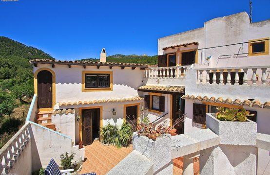 Andratx: Dorfhaus  in ruhiger Lage mit riesigen Terrassenflächen und Traumblick zu verkaufen