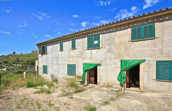 Andratx: Finca for renovation in the beautiful valley of Andratx for sale