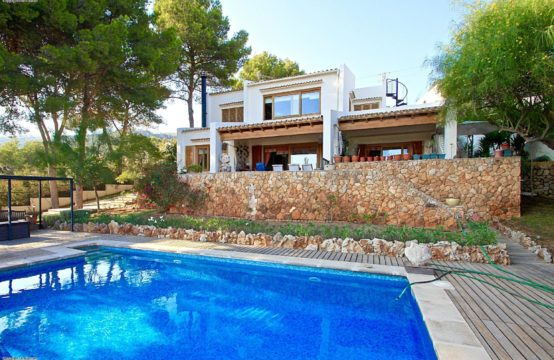 Bendinat: Villa with stunning sea views near the golf course of Bendinat
