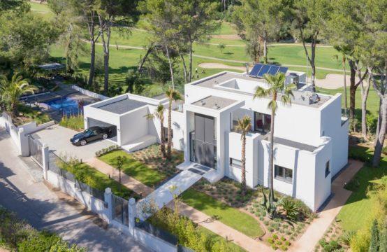 Palma Son Vida: Neubauvilla in modernem Stil in 1. Linie am Golfplatz