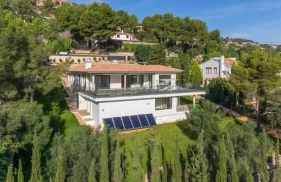 Palma de Mallorca: Modern, new build villa overlooking the city of Palma and the sea