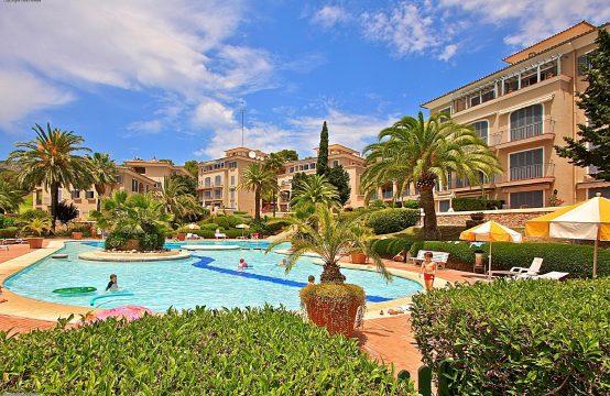 SPANISCH Bendinat Mallorca: hochwertig renoviertes Erdgeschoss-Apartment in Golf-Anlage