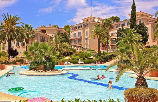 Apartment zu verkaufen: Garten- Apartment mit sehr großer Terrasse am Golfplatz von Bendinat