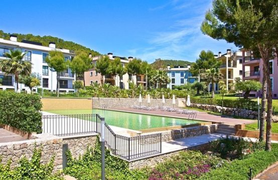 Mallorca Apartments: New apartment complex in Camp de Mar close to beach