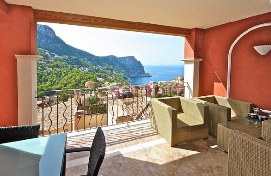Mallorca Port Andratx: luxurious 2 bed apartment with fantastic sea views in one of the best communities