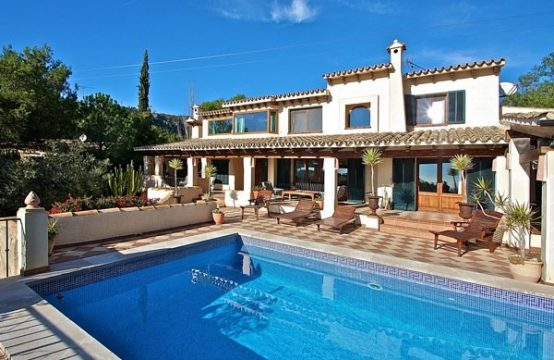 Mallorca: Villa with 5 bedrooms and sea and golf views in Bendinat