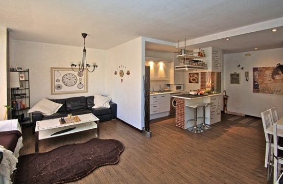 SPANISCH Port Andratx Immobilien: 2 SZ Apartment im Herzen von Port Andratx