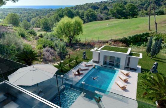 SPANISCH Bendinat: Minimalistische Villa am Golfplatz mit Meerblick und außergewöhnlicher Poollandschaft
