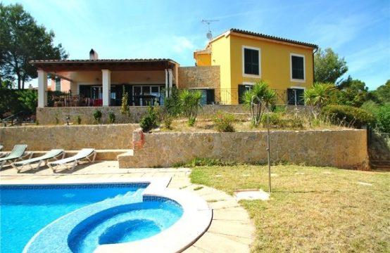 Santa Ponsa Mallorca: Mediterranean villa close to a beach in Costa de la Calma