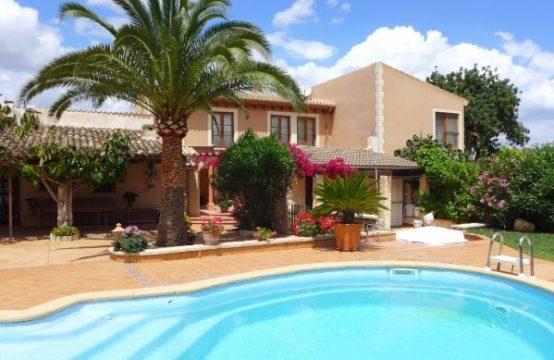 Finca auf Mallorca: Wunderschönes Landhaus in Santa Magalida mit 3 Gästebereichen zu verkaufen