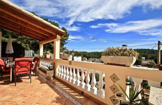 Paguera: Mediterranes Haus mit drei Einheiten und Vermietungslizenz zu verkaufen
