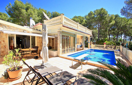 Paguera: Mediterranean villa in a quiet location with pool for sale