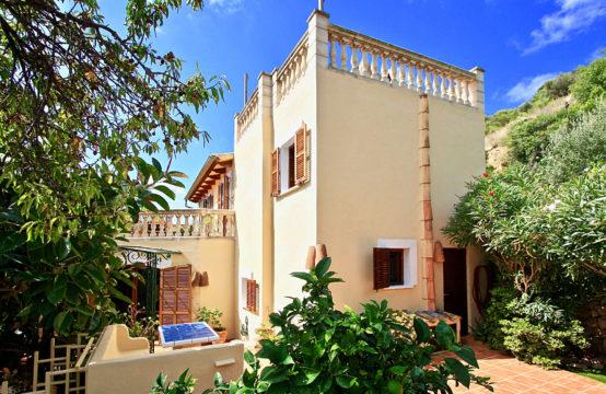 Andratx Dorf: Charmantes Dorfhaus mit schönen Terrassenbereichen in ruhiger Lage