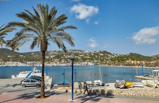 Puerto de Andratx: reformed apartment in one of the oldest houses in Port Andratx in first line with fantastic sea views for sale