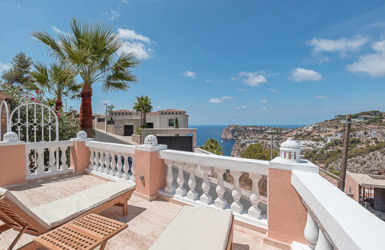 Port Andratx: Renovated apartment in Mediterranean complex with large terrace and sea view for sale