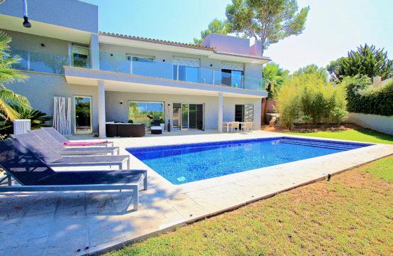 Santa Ponsa: Wundervolle Familienvilla mit Pool und Teilmeerblick