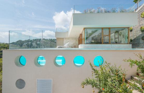 Costa D'en Blanes: beautiful newly built villa with pool, wine cellar and sea views.