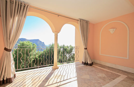 Port Andratx: Renovated apartment with sea views in a luxurious community for sale
