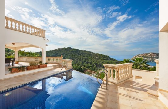 Villa with harbor views in sunset location in Port Andratx for sale