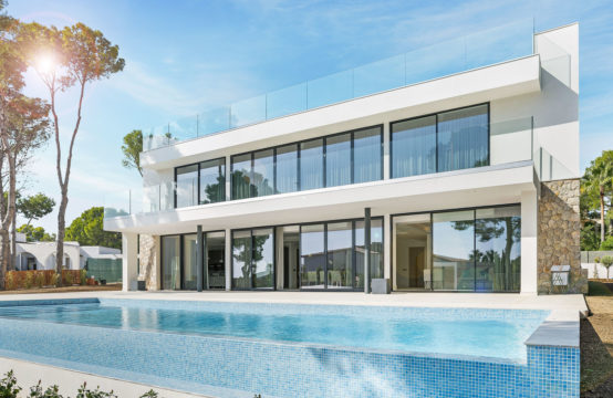 Sol de Mallorca: Fantastic newly built villa on a flat plot with sea views