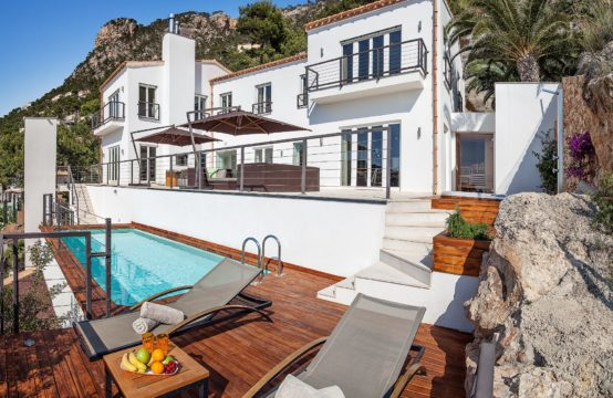 Port Andratx: Modern villa with high quality features and fantastic sea view for sale