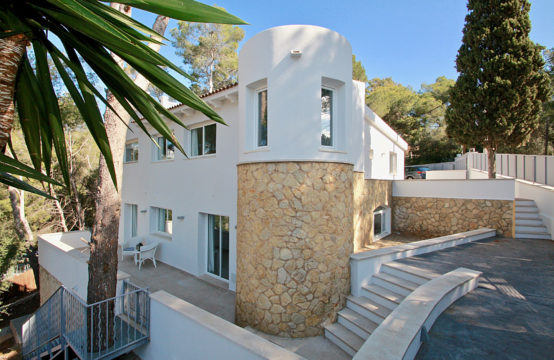 Portals Nous: Modern renovierte Villa in der Nähe zum Luxushafen Puerto Portals zu verkaufen