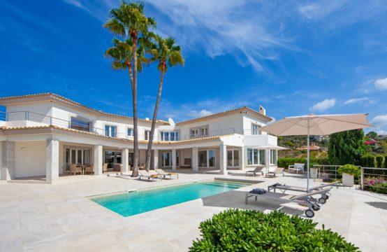 Villa con privacidad y vistas al mar en Port Andratx en venta
