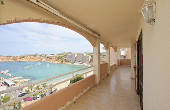El Toro: Appartement à rénover en première ligne du port de luxe de Port Adriano à vendre