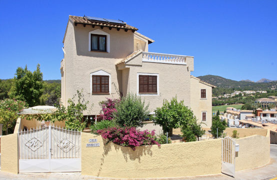 Camp de Mar: House for sale in Mediterranean complex directly on the beach of Camp de Mar