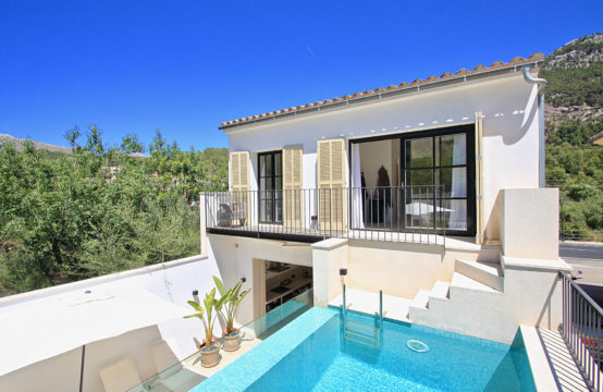 Andratx: Komplett saniertes Haus mit Pool in ruhiger Lage zu verkaufen