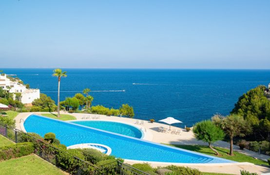 Sol de Mallorca: Fantastic apartment in the first sea line with sea views for sale