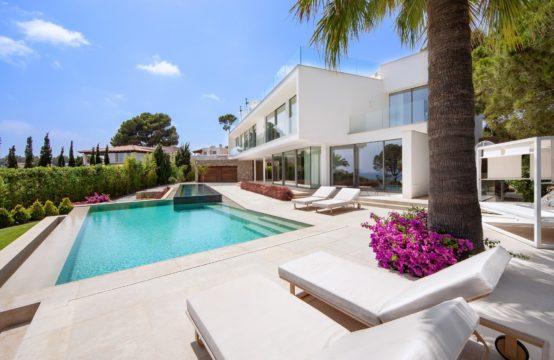 Sol de Mallorca: A vendre villa moderne en 2ème ligne de mer avec vue sur mer
