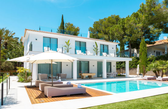 Santa Ponsa: Modern villa with 4 bedrooms for sale in a preferred residential area