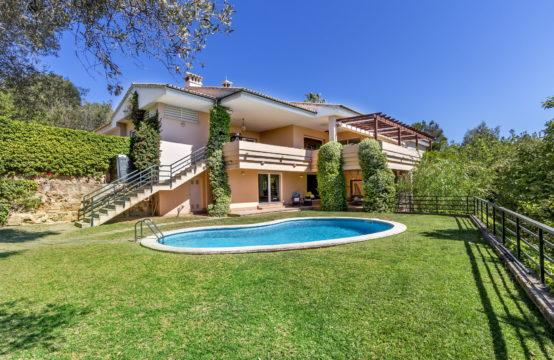 Palma de Mallorca: großzügige Villa in Son Vida mit Potenzial zu verkaufen