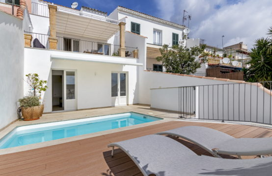 Palma de Mallorca: renovated townhouse in El Terreno with sea views for sale