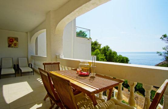 Port Andratx: kleines renoviertes Apartment in erster Meereslinie zu verkaufen