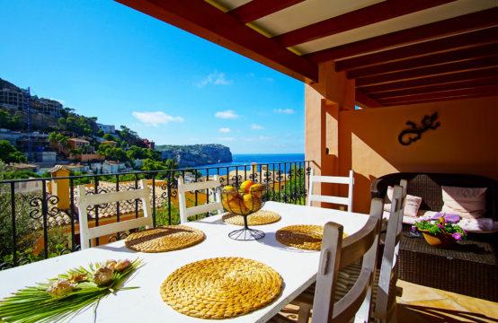 Port Andratx: Garten- Apartment mit großem Pool und Meerblick zu verkaufen