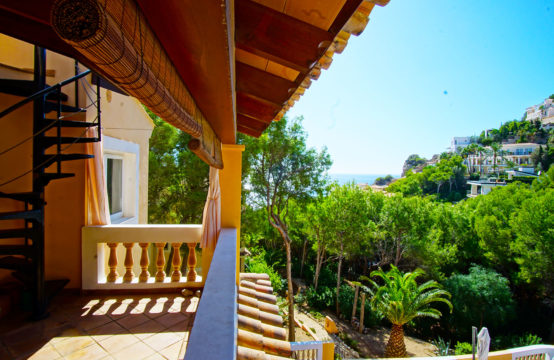 Port Andratx: Penthouse in Mediterranean style with large pool and sea views for sale
