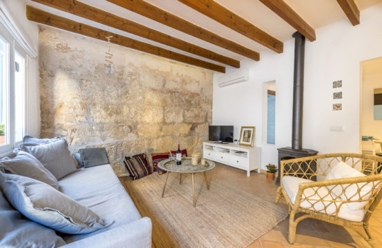 Port Andratx: small renovated fisherman's house in the center with holiday rental license for sale