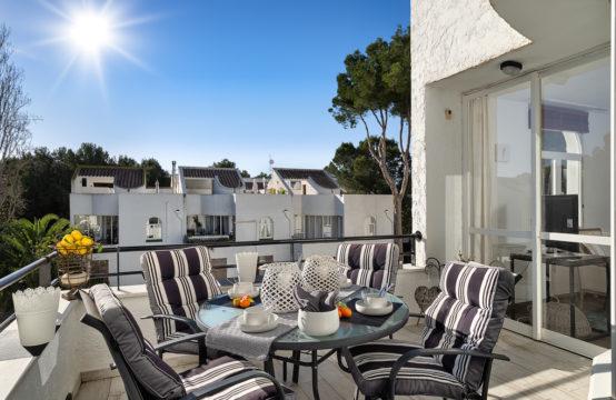 Sol de Mallorca: renoviertes 3 Schlafzimmer Triplex- Apartment in Strandnähe zu verkaufen