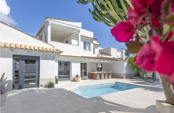 Sol de Mallorca: modern renovierte Villa in Anlage mit privatem Pool in Strandnähe zu verkaufen
