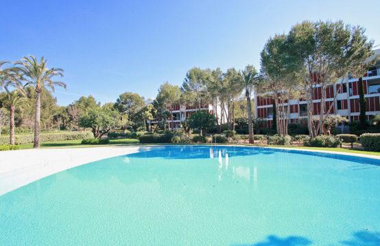 Bendinat: Luxuriöses Apartment in beliebter Residenz mit traumhaftem Poolbereich zu vermieten