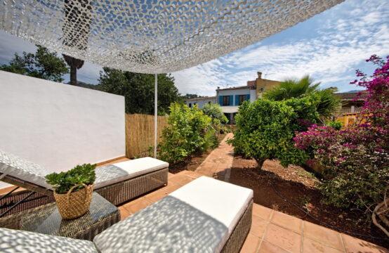 Andratx: grosszügiges Dorfhaus mit Garten zu vermieten