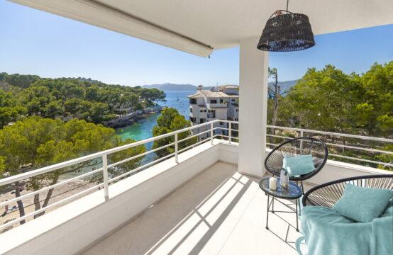 Santa Ponsa: renoviertes Apartment in 1. Meereslinie mit Meerblick direkt am Strand zu verkaufen