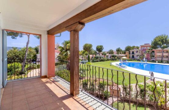 Nova Santa Ponsa: Triplex-Apartment in wunderschöner Anlage in der Nähe von Port Adriano zu verkaufen