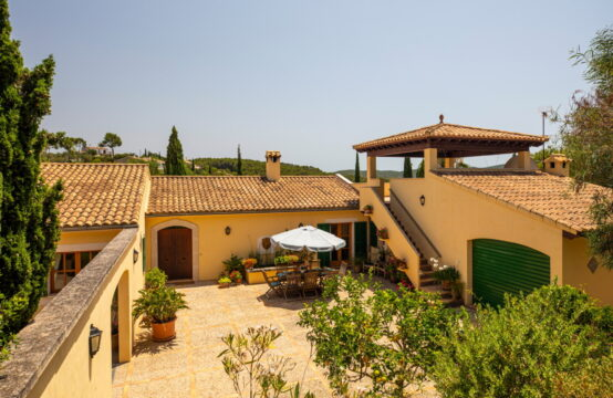 Son Font: spacious country house with pool and panoramic views in an idyllic location