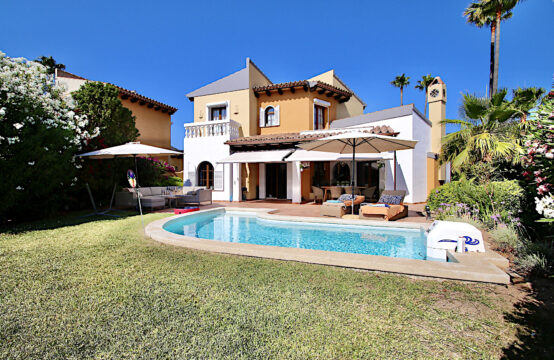Santa Ponsa: Villa for sale in Las Abubillas on the golf course