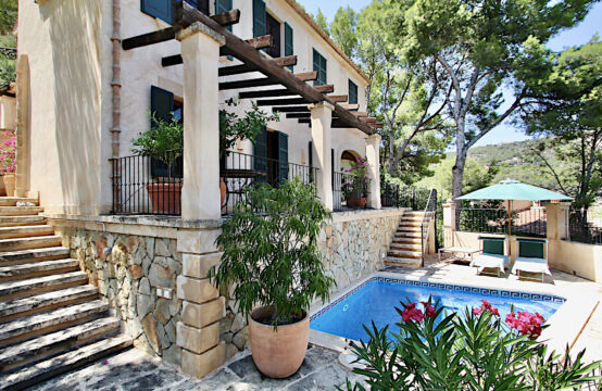 Port Andratx: authentic finca style villa with pool within walking distance of the port of Andratx for sale