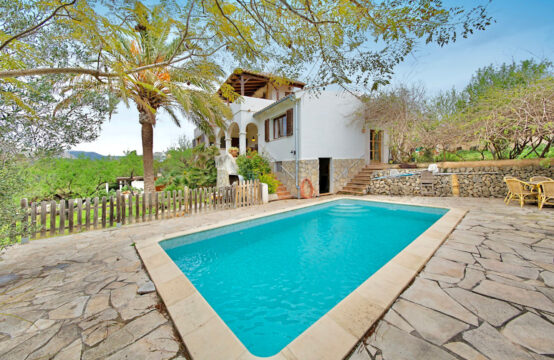 Mallorca: Mediterranean Finca in Es Capdella with beautiful mountain views and 3-5 bedrooms.